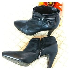 Bandolino ankle bow booties side zipper soft leath